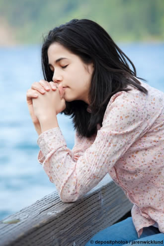 praying teen